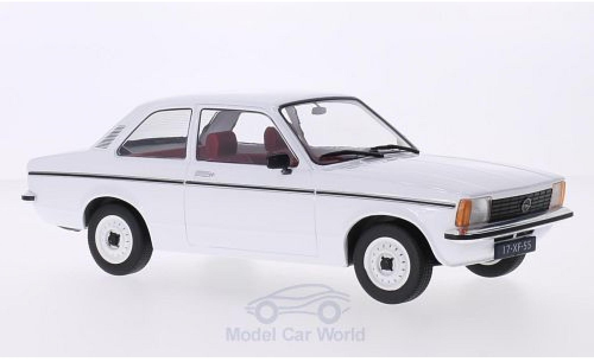 Opel Kadett E 1/18 Triple 9 Collection C Limousine blanche 2-Türer