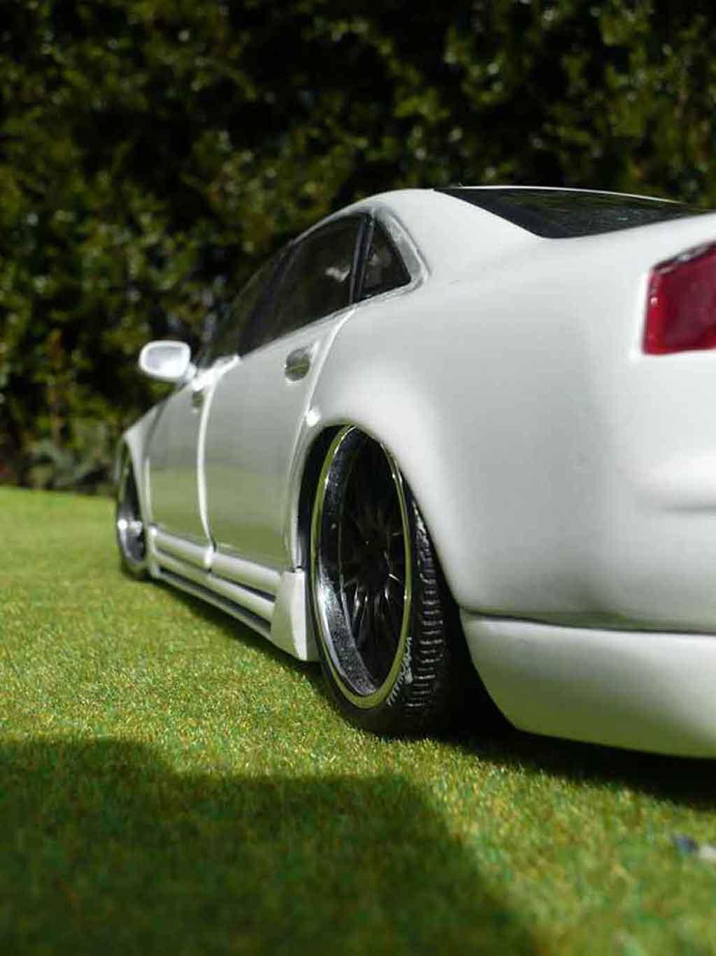Audi A8 1/18 Motormax dub white