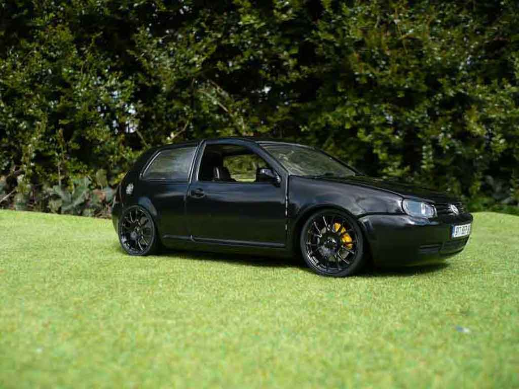 Volkswagen Golf 4 GTI 1/18 Revell full black tuning miniature