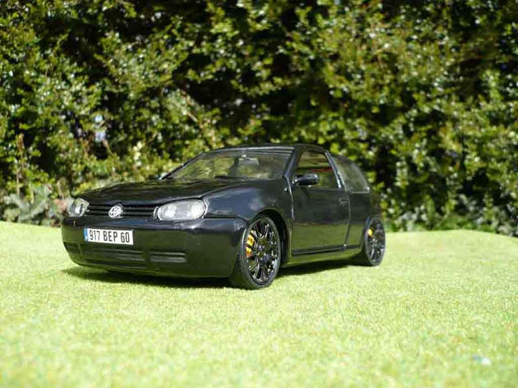 volkswagen golf 4 gti miniature full black revell 1 18 voiture. Black Bedroom Furniture Sets. Home Design Ideas