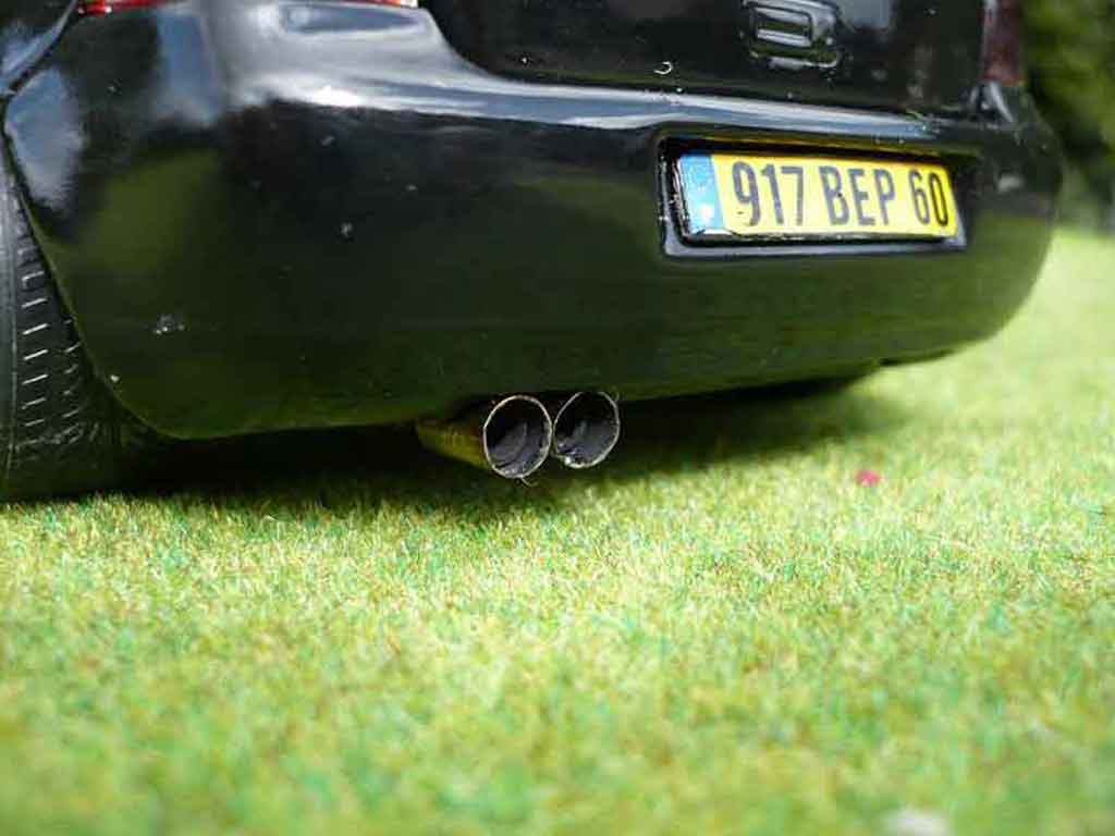 Volkswagen Golf 4 GTI 1/18 Revell full black