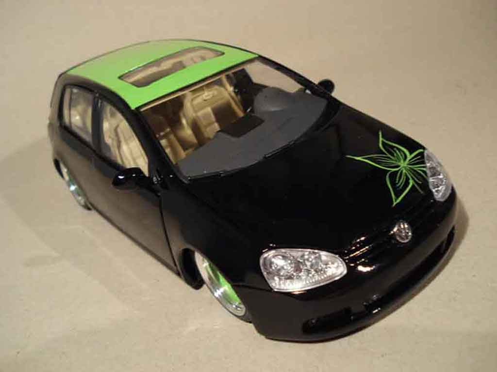 Volkswagen Golf V GTI 1/18 Burago german look flower tuning miniature