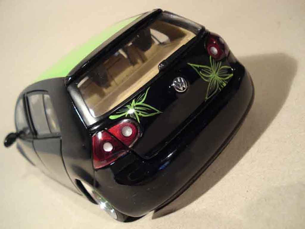 Volkswagen Golf V GTI 1/18 Burago german look flower