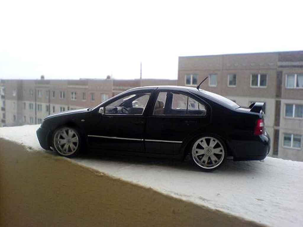 Volkswagen Bora 1/18 Revell r perfect dark