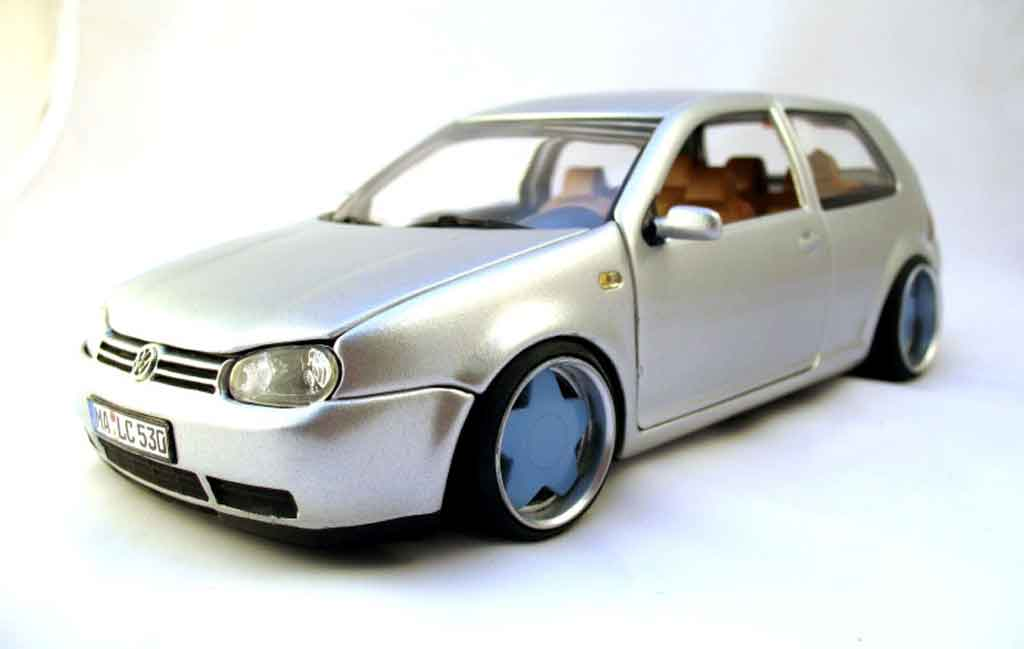 Volkswagen Golf 4 GTI 1/18 Revell german look jantes borbet type a tuning miniature