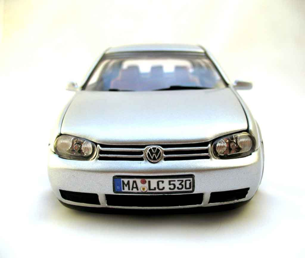 Volkswagen Golf 4 GTI 1/18 Revell german look jantes borbet type a