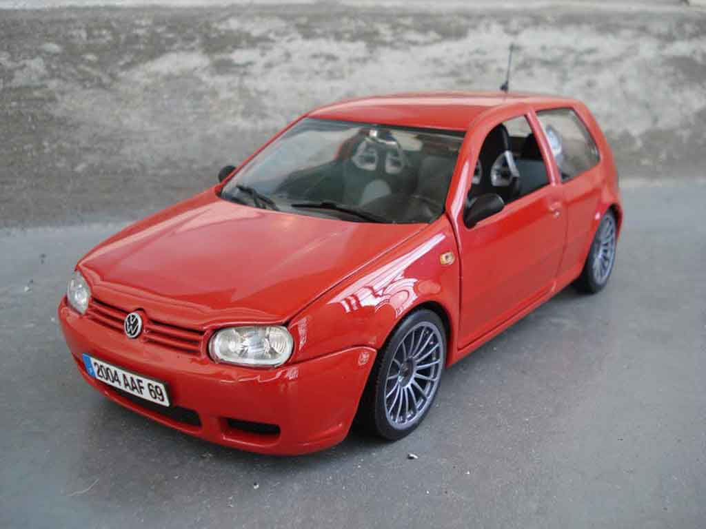 volkswagen golf iv r32 miniature rouge revell 1 18 voiture. Black Bedroom Furniture Sets. Home Design Ideas
