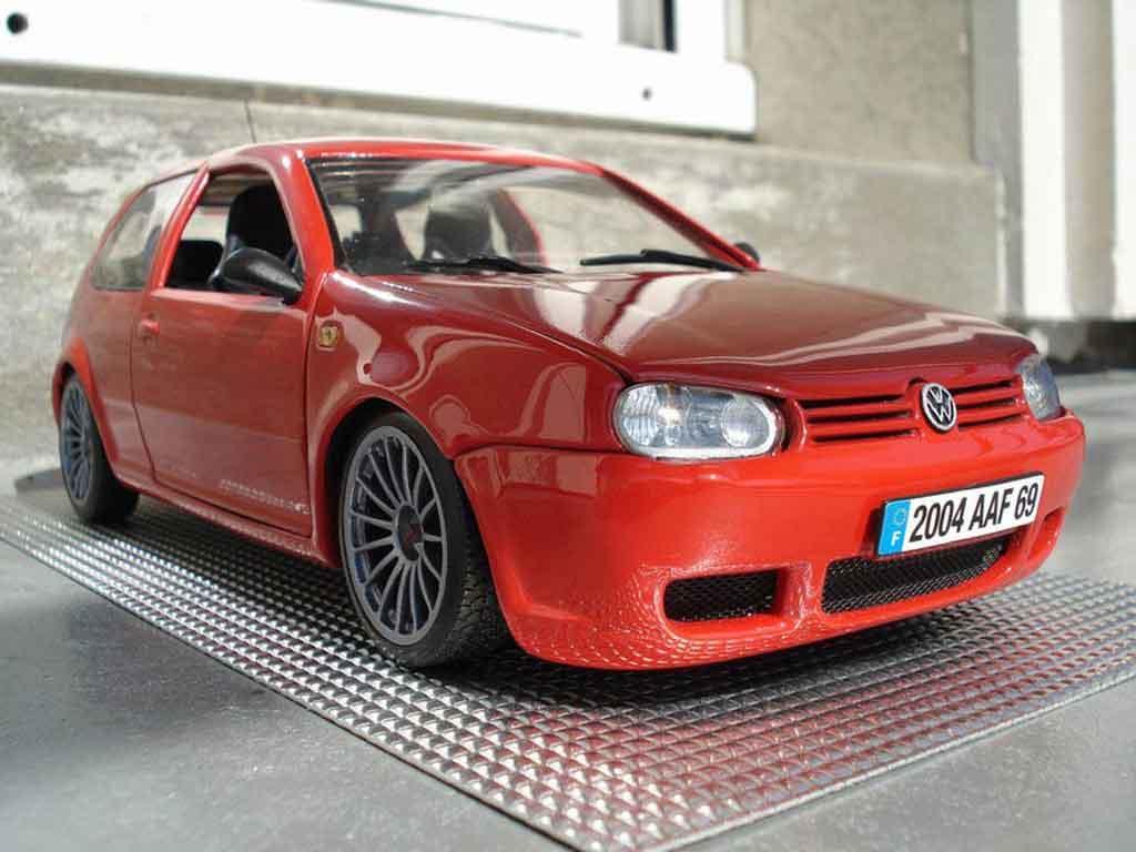 volkswagen golf iv r32 miniature rouge revell 1 18 voiture. Black Bedroom Furniture Sets. Home Design Ideas