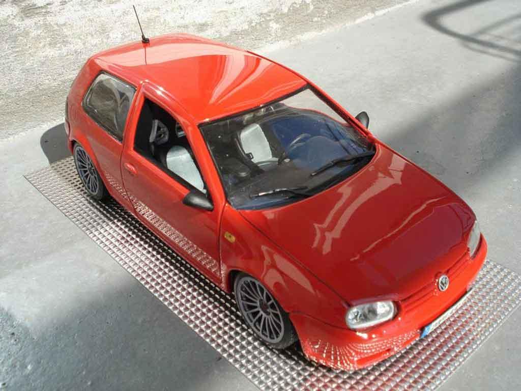 volkswagen golf iv r32 miniature rouge revell 1 18. Black Bedroom Furniture Sets. Home Design Ideas