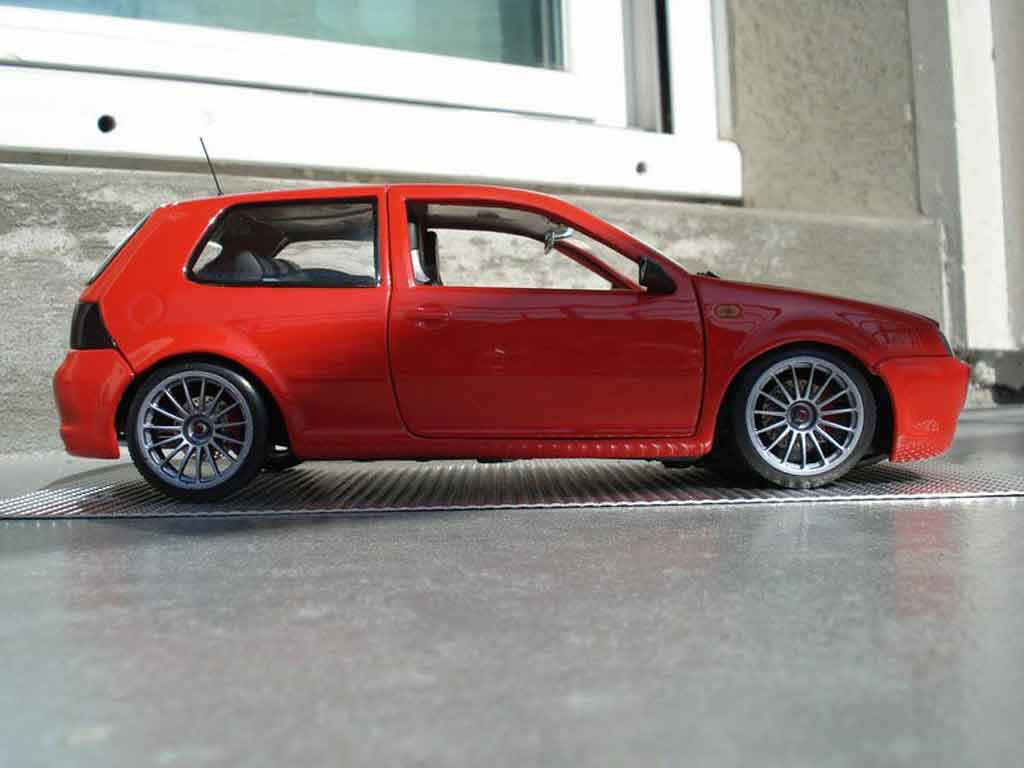 volkswagen golf iv r32 rot revell modellauto 1 18 kaufen. Black Bedroom Furniture Sets. Home Design Ideas