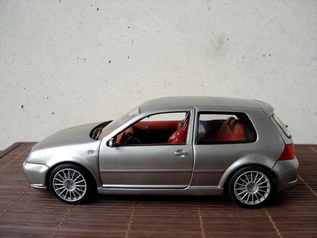 volkswagen golf iv r32 miniature grise revell 1 18 voiture. Black Bedroom Furniture Sets. Home Design Ideas