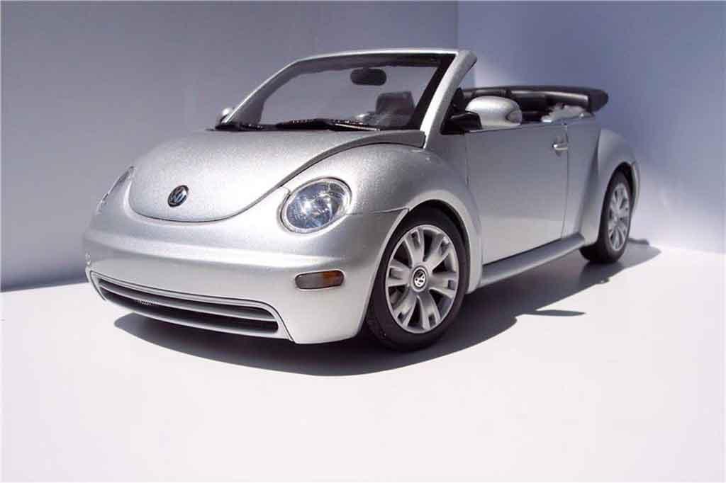 Volkswagen New Beetle cabriolet 1/18 Burago grise metallisee miniature
