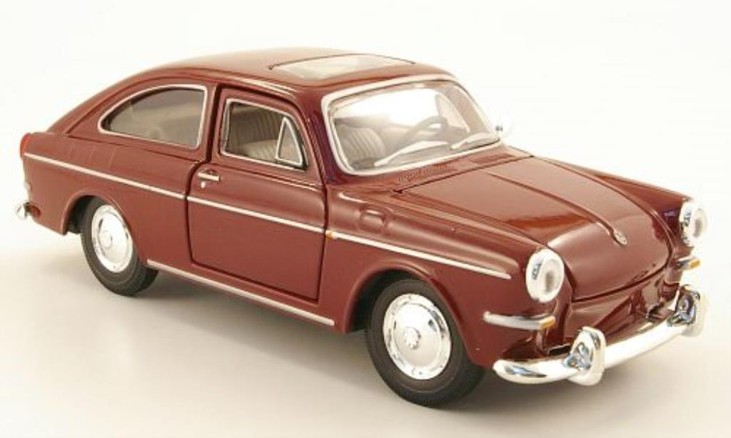 Volkswagen 1600 Fastback Red Maisto Diecast Model Car 1 24