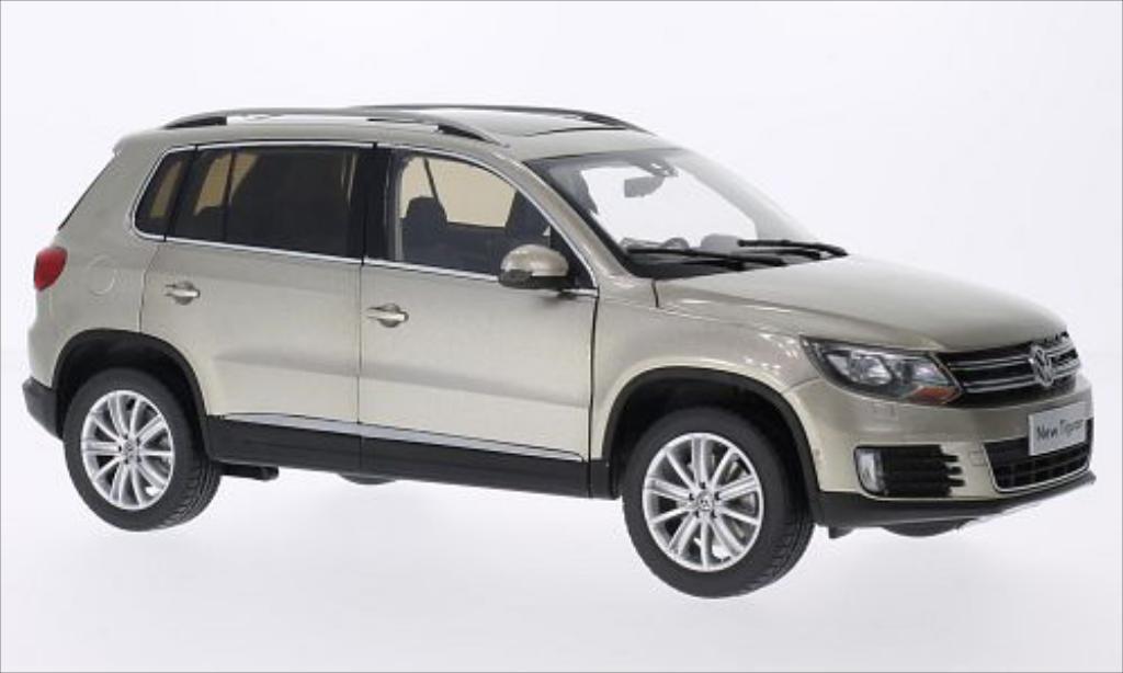 Volkswagen Tiguan metallic-beige 2013 Paudi. Volkswagen Tiguan metallic-beige 2013 miniature 1/18