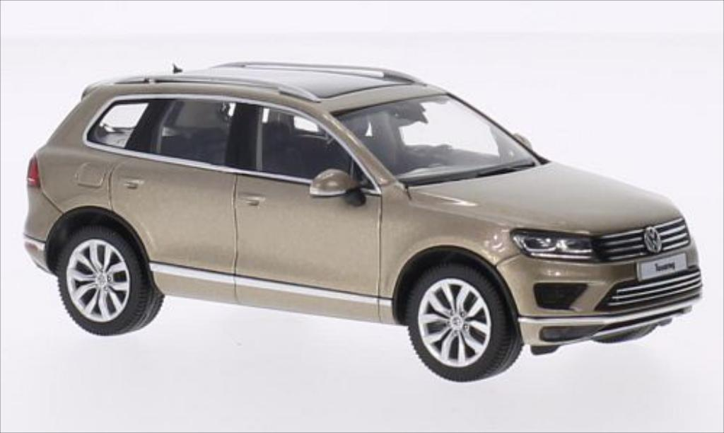 Volkswagen Touareg II metallic-beige 2014 Herpa. Volkswagen Touareg II metallic-beige 2014 miniature 1/43