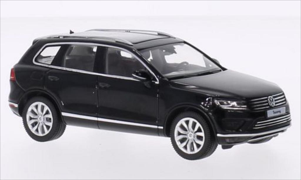 Volkswagen Touareg II black 2014 Herpa. Volkswagen Touareg II black 2014 miniature 1/43
