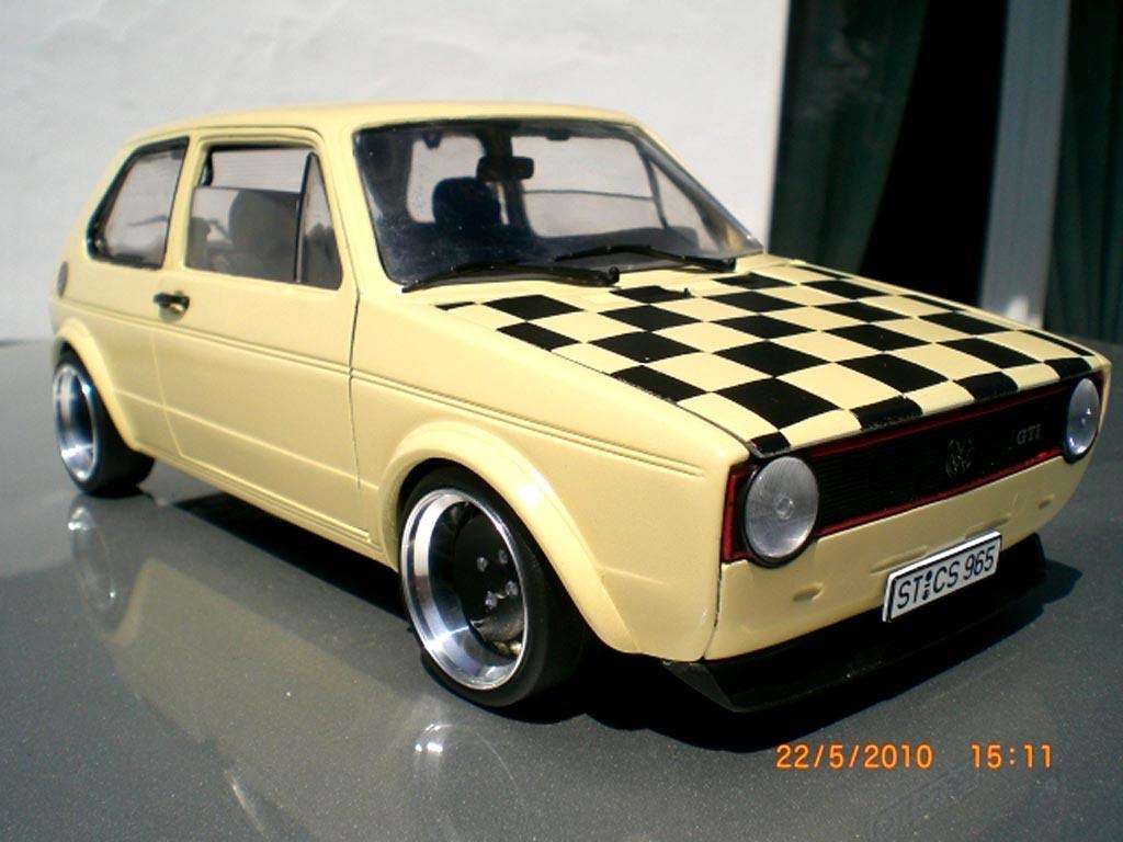 Volkswagen Golf 1 GTI 1/18 Solido beige jantes schmidt capot damier