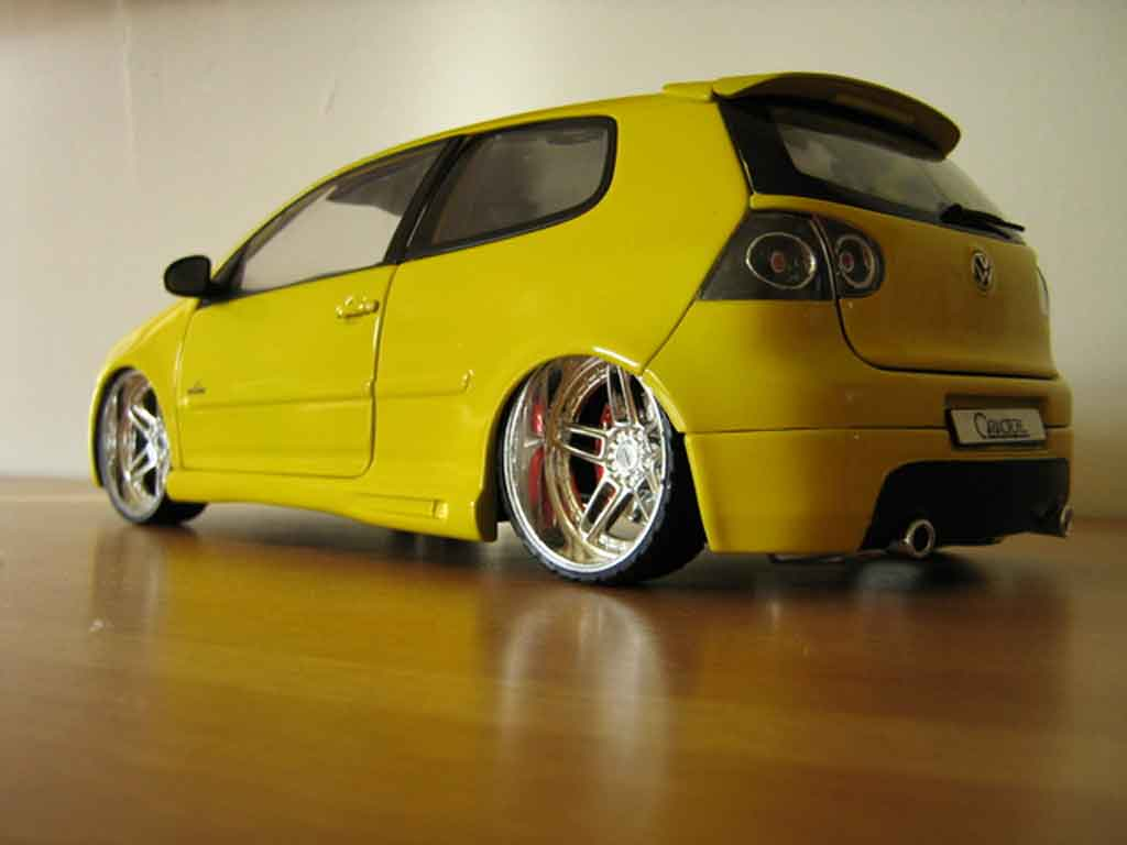 volkswagen golf v gti miniature jaune jantes ac schnitzer burago 1 18 voiture. Black Bedroom Furniture Sets. Home Design Ideas