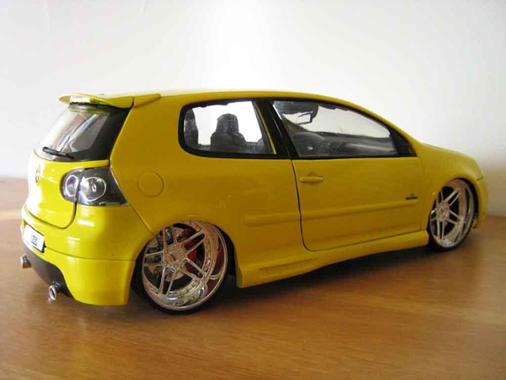 volkswagen golf v gti gelb felgen ac schnitzer burago modellauto 1 18 kaufen verkauf. Black Bedroom Furniture Sets. Home Design Ideas