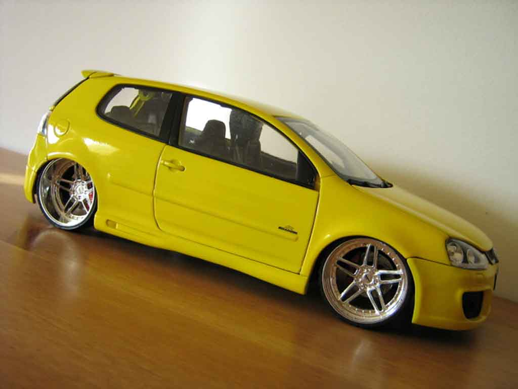 Volkswagen Golf V GTI 1/18 Burago jaune jantes ac schnitzer tuning miniature