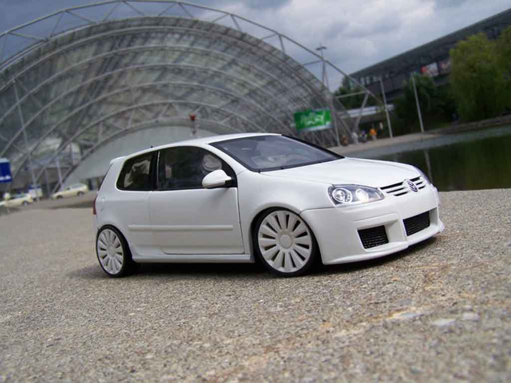 Volkswagen Golf V GTI 1/18 Norev white jantes audi 18 pouces tuning diecast model cars