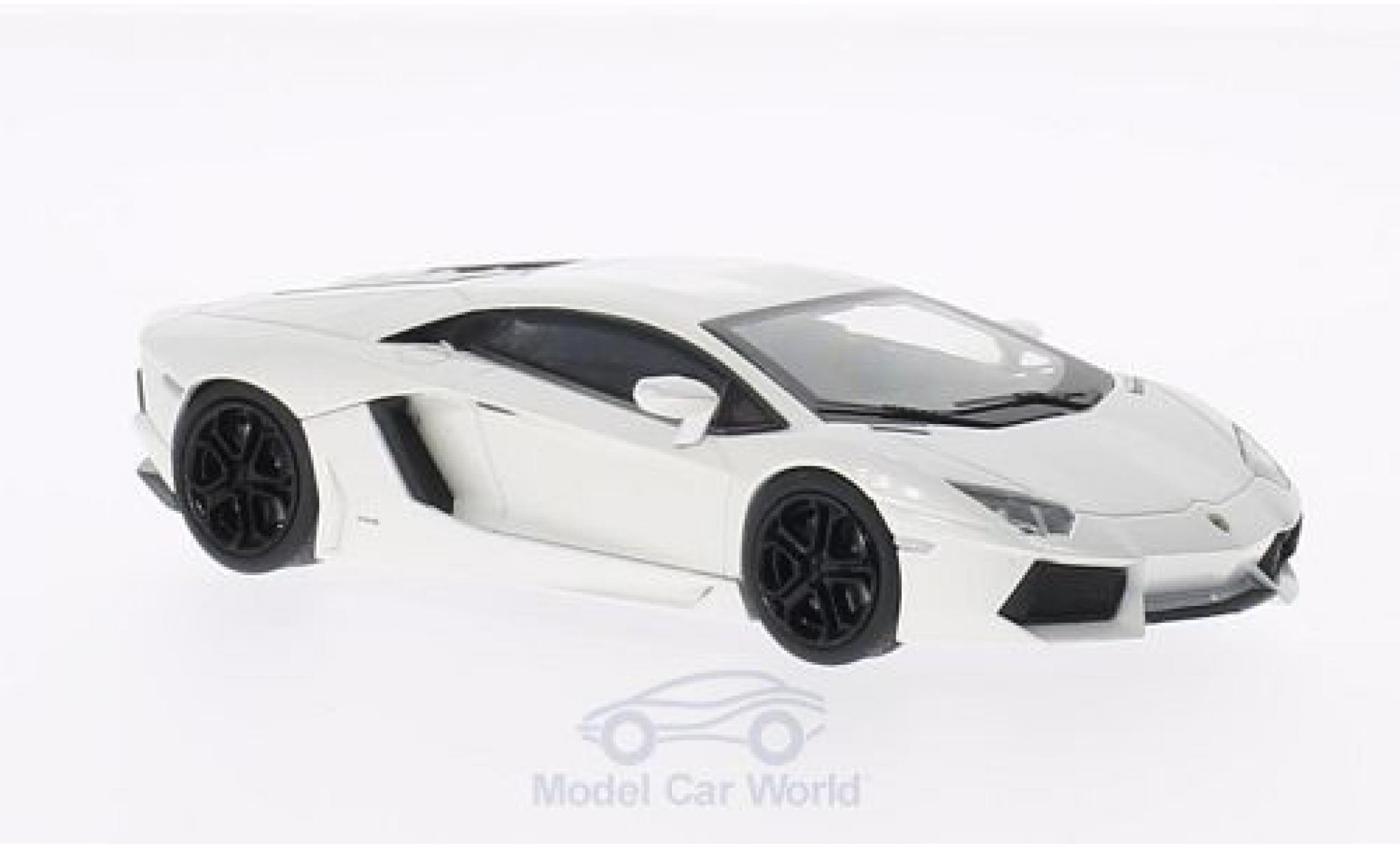 Lamborghini Aventador 1/43 Welly LP700-4 metallic white