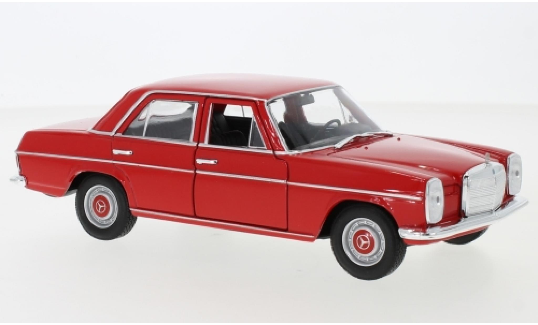 Mercedes 220 1/24 Welly (W115) rouge 1968