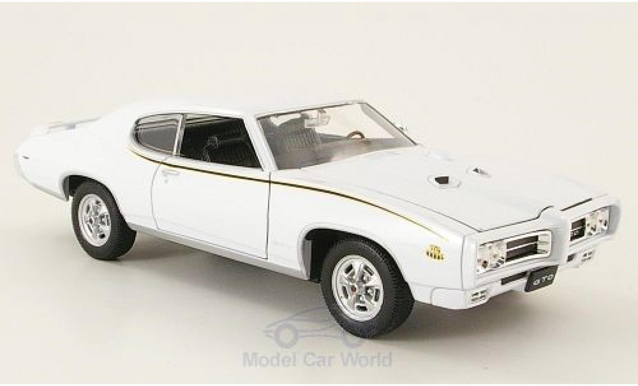 Pontiac GTO 1/24 Welly blanche 1969 The Judge ohne Vitrine