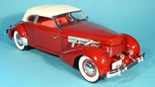 Cord 812 miniature supercharged rouge et capote blanche 1937
