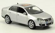 Volkswagen Jetta   grise metallisee 2005 Schuco