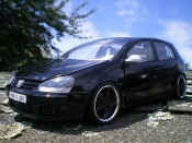 Volkswagen Golf V GTI  men in black 2 Burago