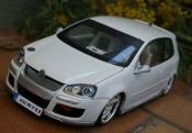 Volkswagen Golf V GTI  alpine weiss sono Norev 1/18