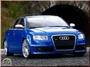 Audi RS4 blu kit suspension rabaissee Minichamps tuning