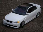 Bmw M5 E60  white et black Maisto