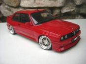 Bmw M3 E30 jantes BBS red tires taille basse