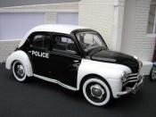 Renault 4CV   police / gendarmerie Solido