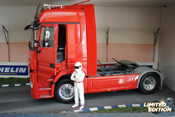 Mercedes tuning Actros red