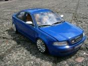 Audi RS4 miniature bleue