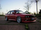 Bmw M3 E30  rouge jantes bords larges Autoart 1/18