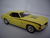 Miniature Muscle car Chevrolet Camaro SS 396 1969 jaune