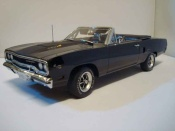 Miniature Muscle car Plymouth GTX roadrunner 440+6 black 1970 limited edition of 1250
