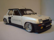Renault 5 Turbo  2 blanche Universal Hobbies 1/18