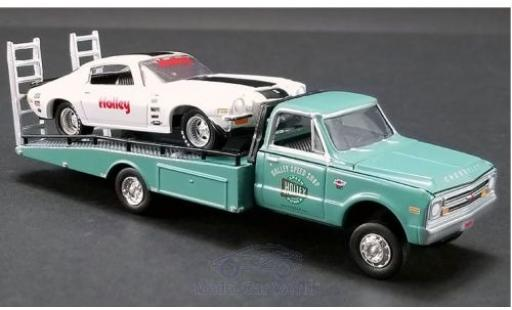 Chevrolet Camaro 1/64 ACME Z/28 white/green Holley 1971 mit C-30 Ramp Truck diecast model cars