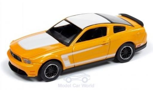 Ford Mustang 1/64 Auto World Boss 302 orange/blanche 2012 miniature
