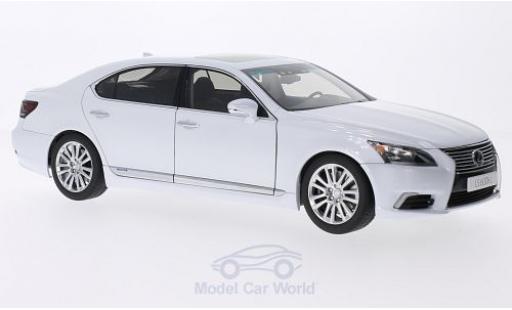 Lexus LS 1/18 AUTOart 600hL metallise white 2013 diecast model cars