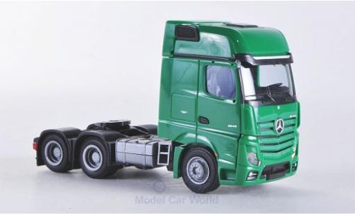 Mercedes Actros 1/87 AWM 2 Giga. verte Aerop.-Zugmaschine 3-achsig verte miniature