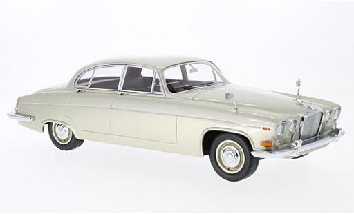 Jaguar 420 1/18 BoS Models G (Mark X) metallise beige RHD 1966 sans Vitrine miniature