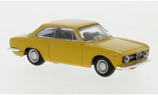 Alfa Romeo Giulia 1/87 Brekina Sprint GT yellow 1974 diecast model cars
