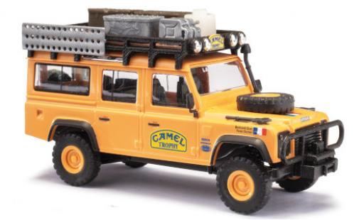 Land Rover Defender 1/87 Busch 110 Team France Camel Trophy Camel Trophy 1989 avec Rack de toit Y.Dorier/B.Duc miniature