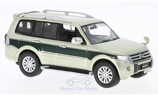 Mitsubishi Pajero 1/43 First 43 Models 4WD metallise verte/verte RHD 2010 miniature